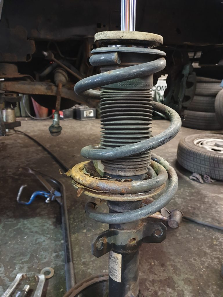 Mitsubishi Outlander front coil spring replacement